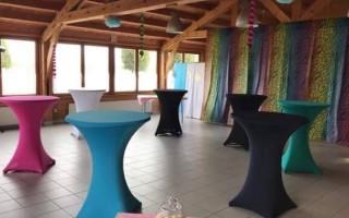 Partytafels met kleurrijke stretchhoezen huren